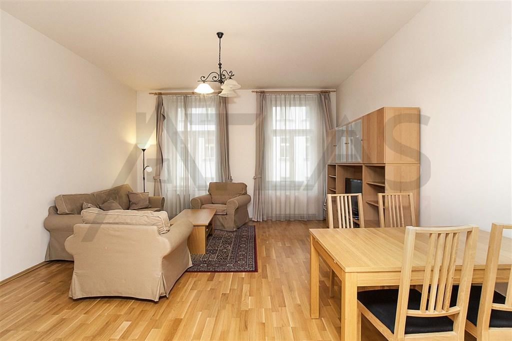 Na pronájem prostorný byt 3+1 v činžovním domě na ulici Strašnická na Praze 10 - Strašnice