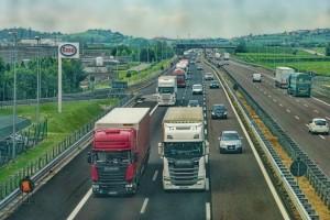 V Rusku omezí pohyb kamionů na dálnici ve dne za vysokých teplot