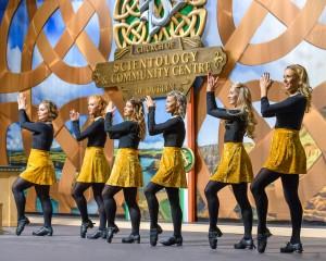 Tanečnice Irských lidových tanců pro slavnostním otevření Scientologické církve Dublin, Irsko