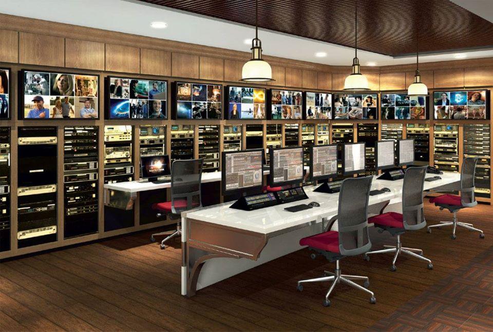 Scientologické televize je vybavena pro výrobu pořadů na nejvyšší technické i tvůrčí úrovni, která zahrnuje vizuální efekty, editace, animace, nahrávání, mixování, vysílání, překládání cizích jazyků a dabing