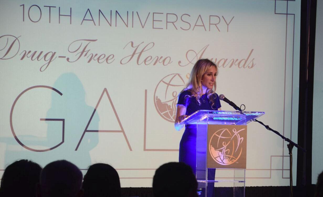 Výkonná ředitelka americké pobočky Nadace pro svět bez drog, Meghan Fialkoff na 10. výročním gala