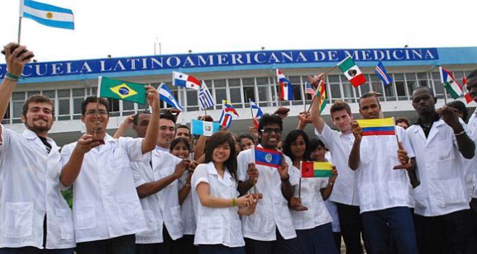 Komunistická Kuba posílá doktory do celého světa a to nejen v čase koronaviru