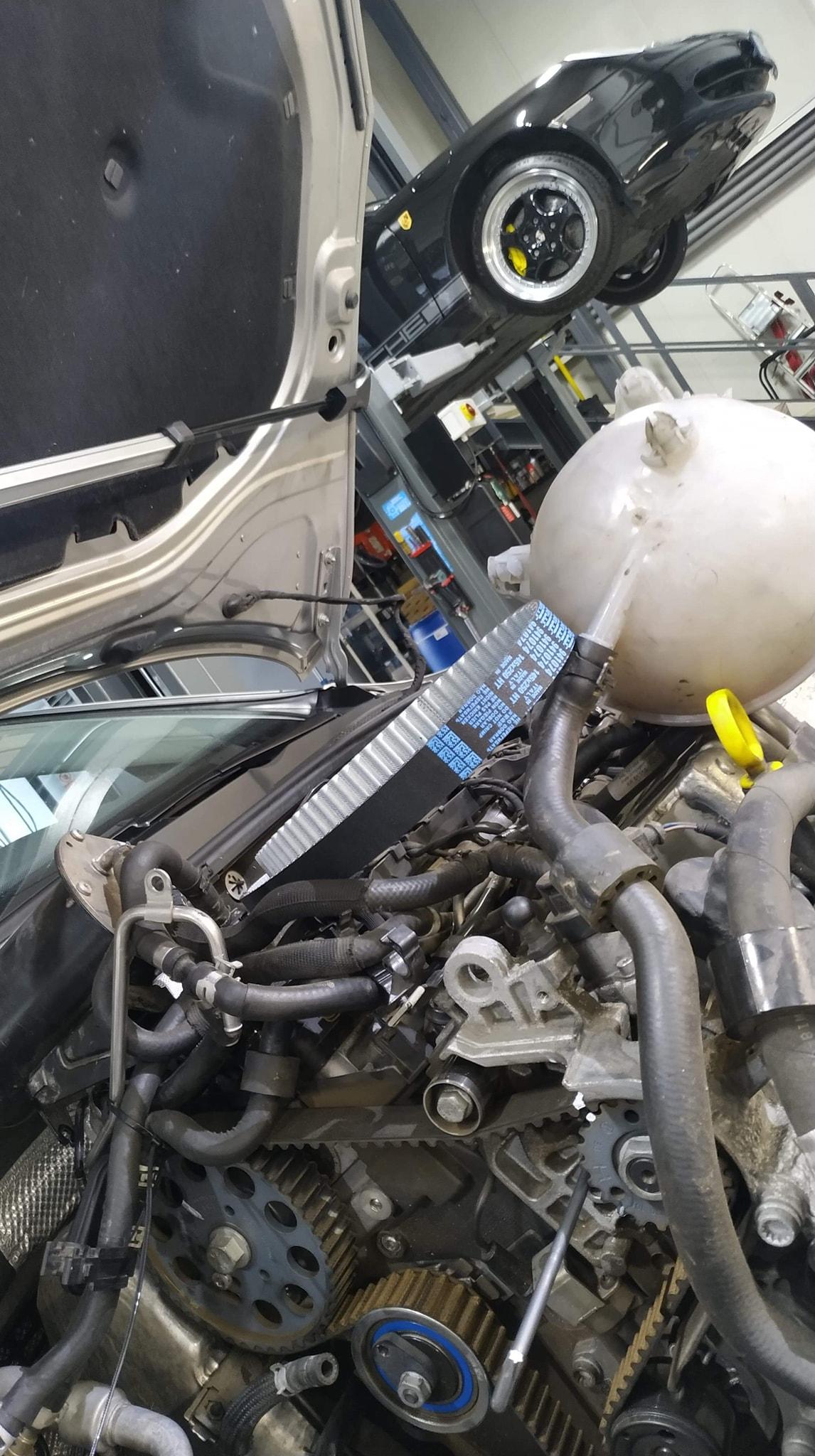 Elektrotermické modelování elektronického automobilového elektrického systému a inteligentní řízení MOSFET k ochraně kabelových svazků, prevenci zhoršených zkratů a snížení hmotnosti kabeláže