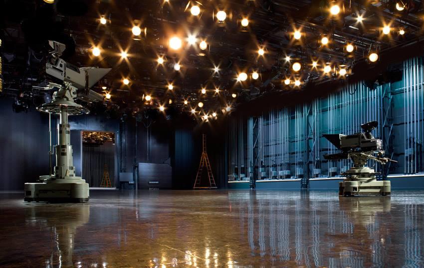 Z vysílacích prostor v Scientology media production budou přenášeny zprávy, talk show, dokumenty a mnohem více.