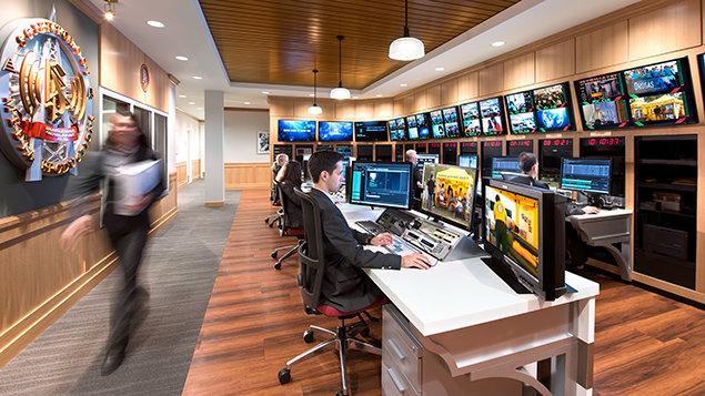 Všechny videozáznamy, které jsou ze všech koutů světa odesílány od Scientologické televize, ať už od štábů pokrývajících místní události nebo natáčejících pořady o humanitárním úsilí po celém světě, jsou odesílány do Centralního příjmu v organizaci Scientology Media Productions.