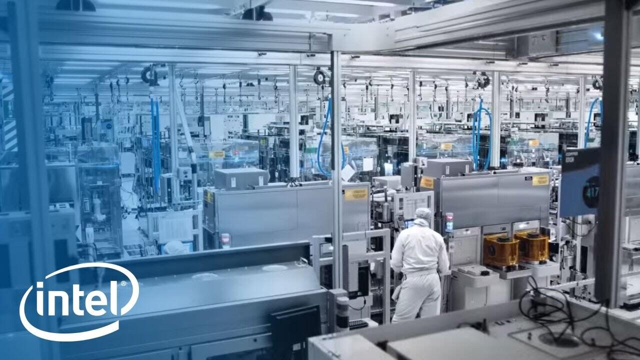 Továrna společnosti Intel na 12palcové čipy uvádí do výroby nejpokročilejší proces s 45 nanometry