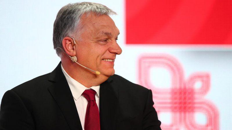 Maďarský premiér Viktor Orban se účastní panelových diskusí v jihopolském Krakově 17. února 2021. U příležitosti 30. výročí visegrádské spolupráce se v Krakově koná summit vedoucích vlád zemí Visegrádské skupiny. Polské předsednictví začalo 1. července 2020.