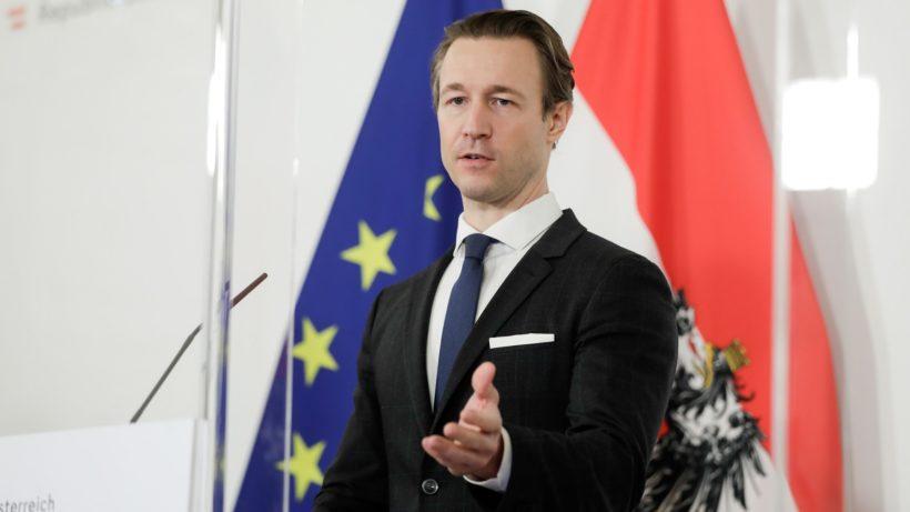 Rakouská národní strategie: Ministr financí Blümel chce více finančního vzdělávání